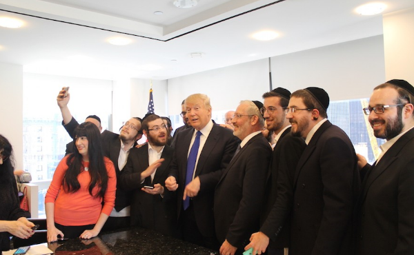 Donald Trump con sus amiguitos judíos.