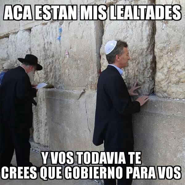 Mauricio Macri en el muro de los lamentos