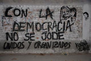 Con la democracia no se jode, dicen los borregos unidos y organizados.
