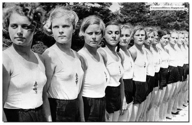 These girls are probably of the Hitler's Jugend for women.
