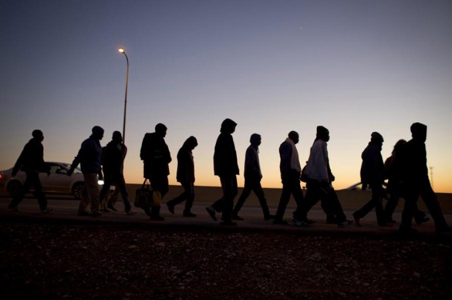 ( ITA ) ITALIA COLAPSADA POR LAS OLAS DE INMIGRACIÓN ILEGAL. Más de 200.000 intrusos podrían llegar, con pasaportes, al centro y norte de Europa en 1 mes ( 15 julio, 2017)