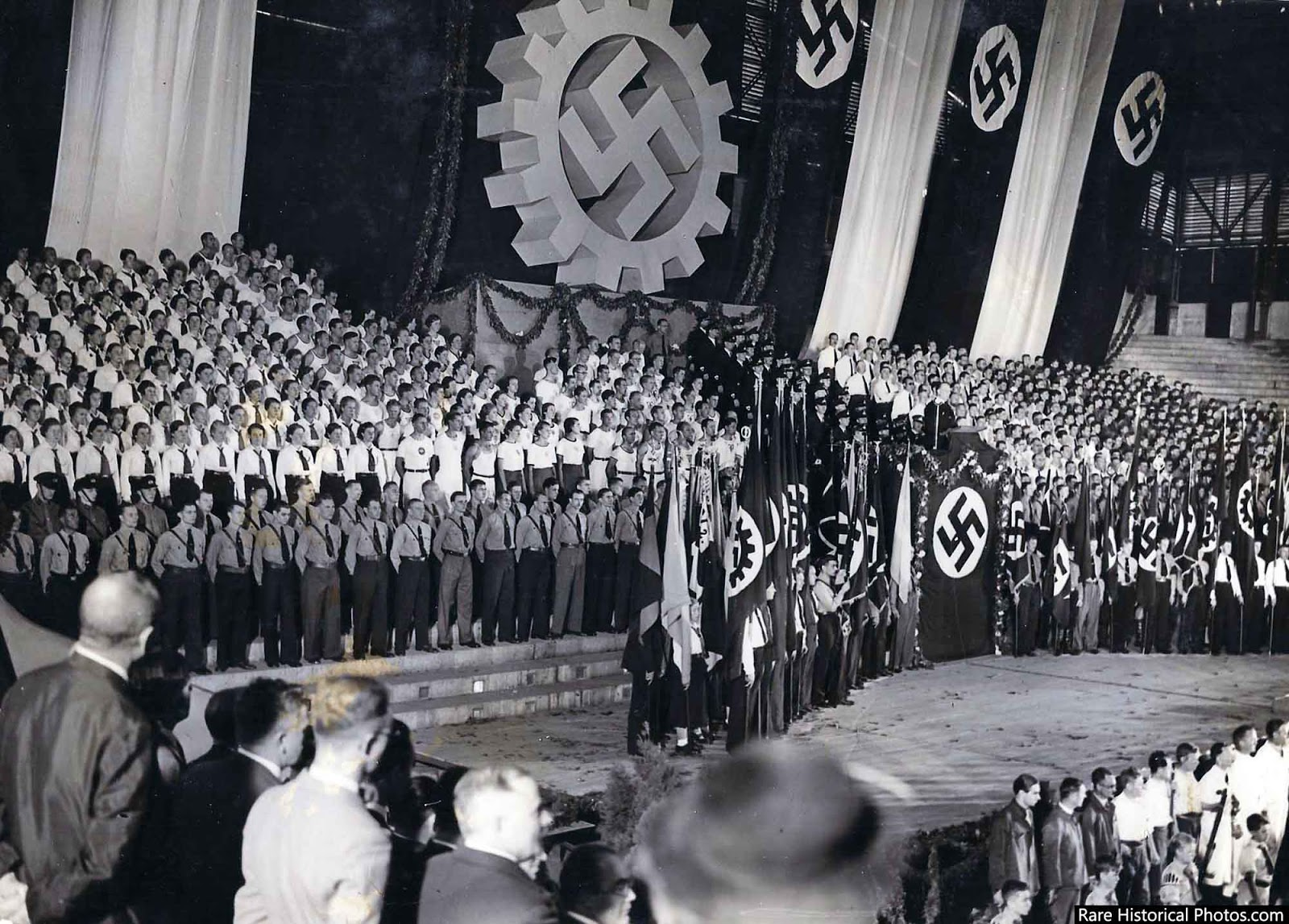 Argentine fascist youth - the Alianza de Juventud Nacionalista - were conspicuous in their gray shirts and Sam Browne belts.