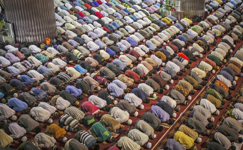 Líder musulmán a los gays : ¨ Tenemos miedo, si damos nta. opinión, pues la Izquierda nos puede abandonar¨