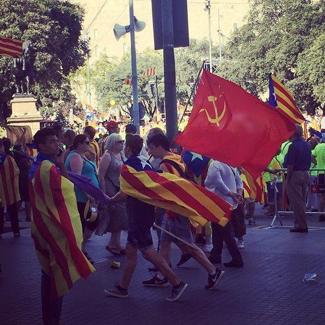 ( ESP ) Grupos comunistas ( ANTIFA ) se hacen pasar por patriotas españoles provocando disturbios yagresiones